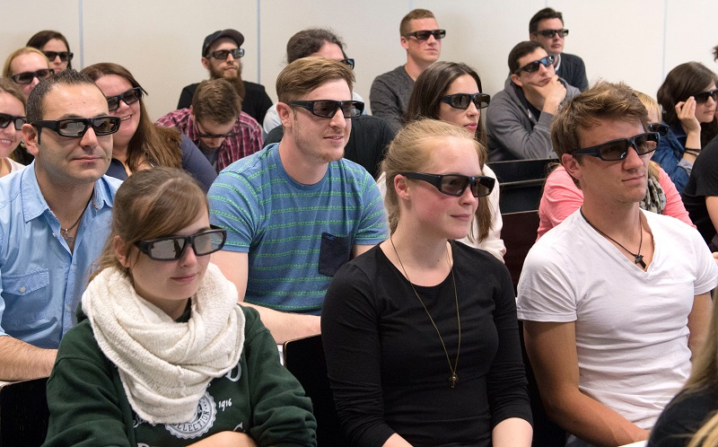 Students of Pharmaceutical Sciences and Biomedical Chemistry attending a lecture on computer-aided drug design at Johannes Gutenberg University Mainz (photo/©: Peter Pulkowski, JGU)