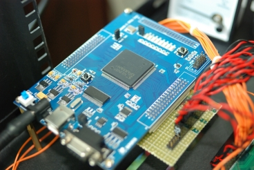 A photo of an Xilinx field-programmable gate array, or FPGA. Photo: Thomas.L/flickr