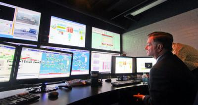 Schlumberger's software will enhance the high-tech facilities already available in the University of Arizona mining and geological engineering department and Institute for Mineral Resources, whose mine control room simulator is shown. Also pictured is Gregory H. Boyce, chairman and chief executive officer of Peabody Energy.