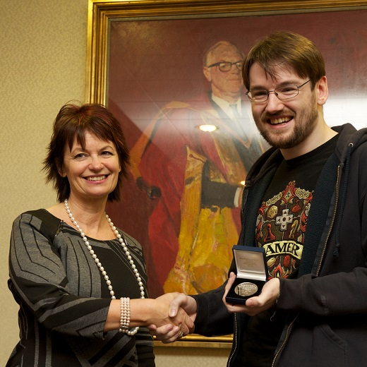 Damien Anderson receives the Robertson Medal from Professor Dame Anne Glover, Chair of the Carnegie Trust for the Universities of Scotland.